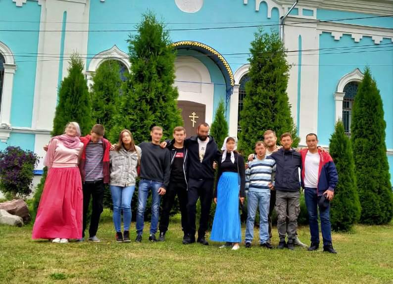 Воскресный день в неделю Всех Святых, в земле Российской просиявших